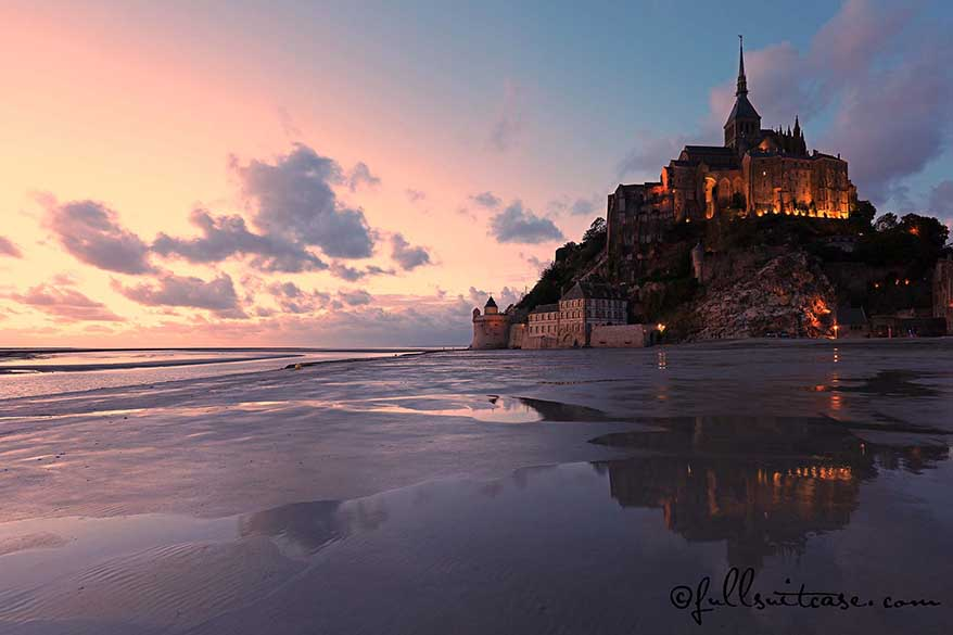 Better travel photos - example of sunset picture of Mont Saint-Michel