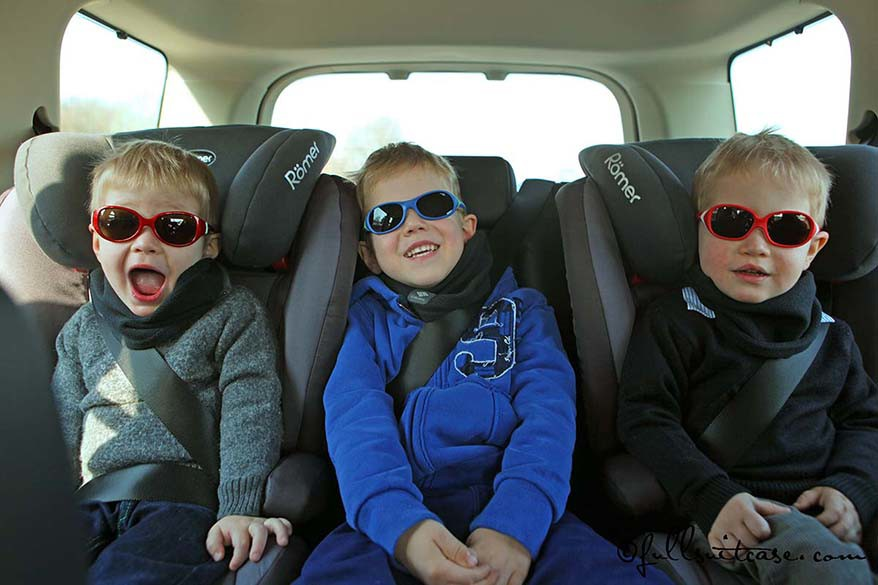 How to keep children quiet in the car on road trips