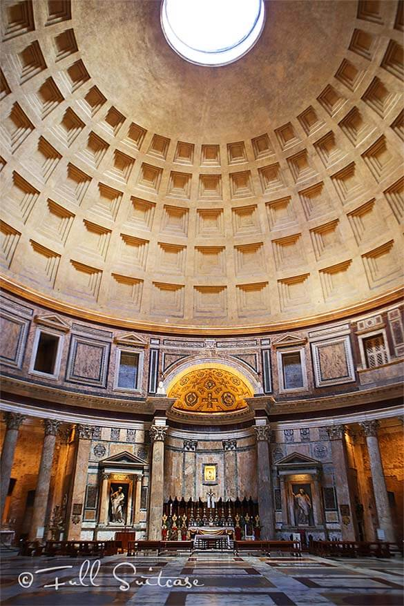 Empty Pantheon just before closing