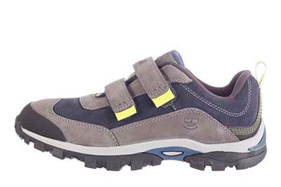 ideal shoes when traveling with kids