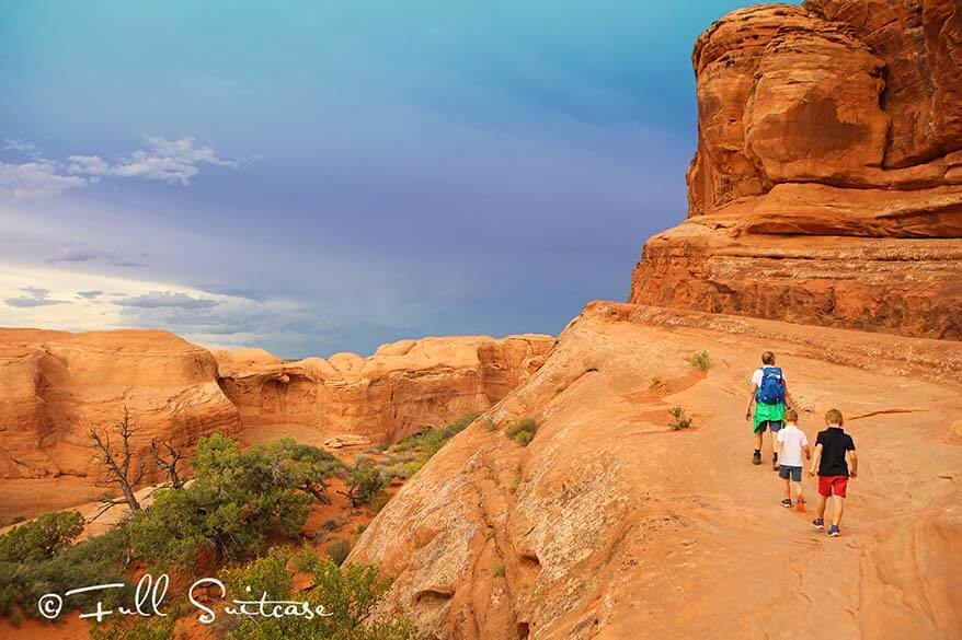Hiking to the Delicate Arch with kids