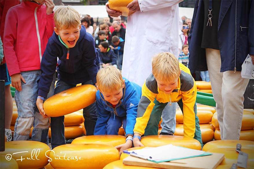 Kids Alkmaar cheese market