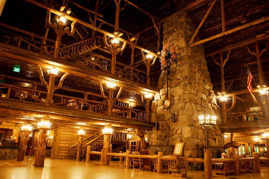 Old Faithful Inn in YellowstoneOld Faithful Inn Yellowstone