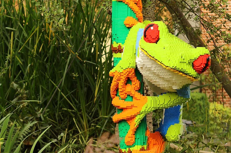 Planckendeal Art With Lego colorful frog