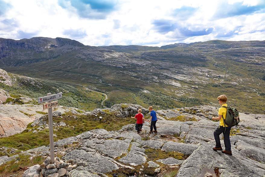 Rallarsti hiking path to Florli Norway