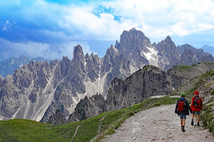 5 Stunning Easy Day Hikes in the Dolomites Italy