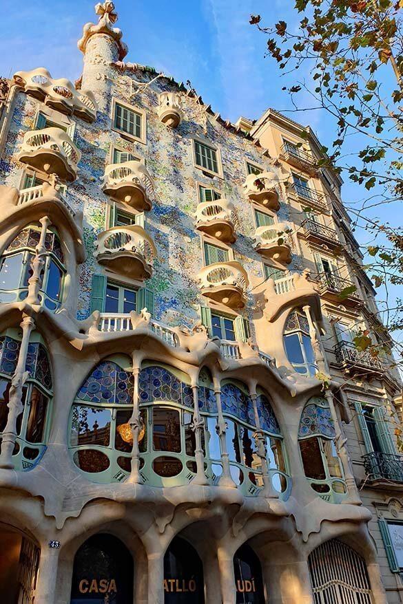 Best Gaudi tour in Barcelona - see Park Guell, Sagrada Familia, Casa Battlo, Casa Mila, and Casa Vicens