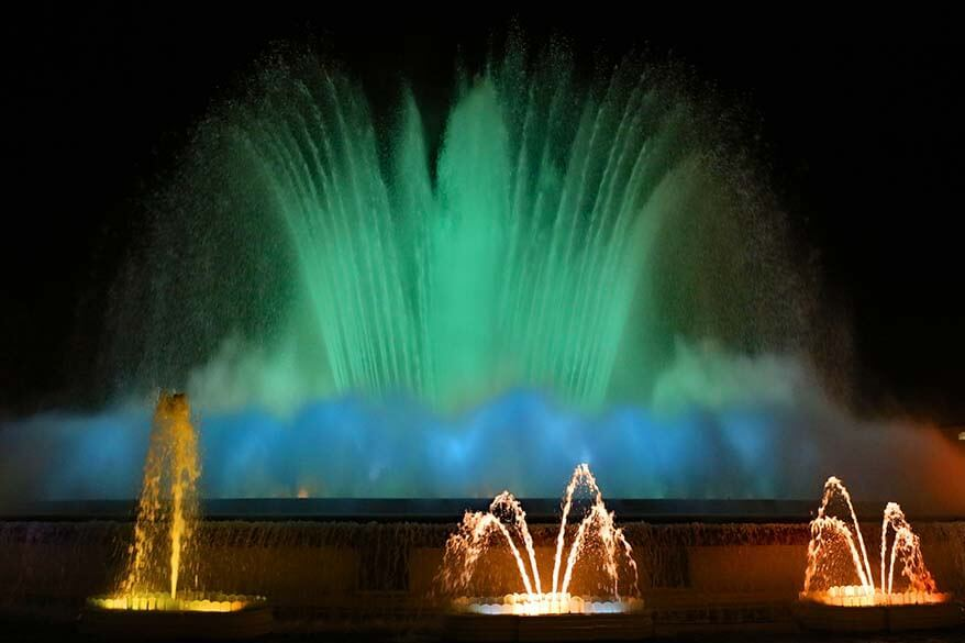 Magical fountain in Barcelona - must see on a weekend in the city