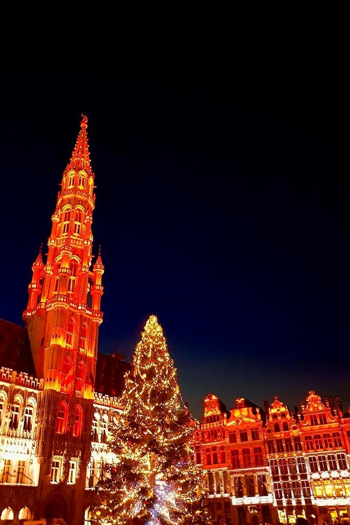 Brussels light and sound show at the Grand Place in winter