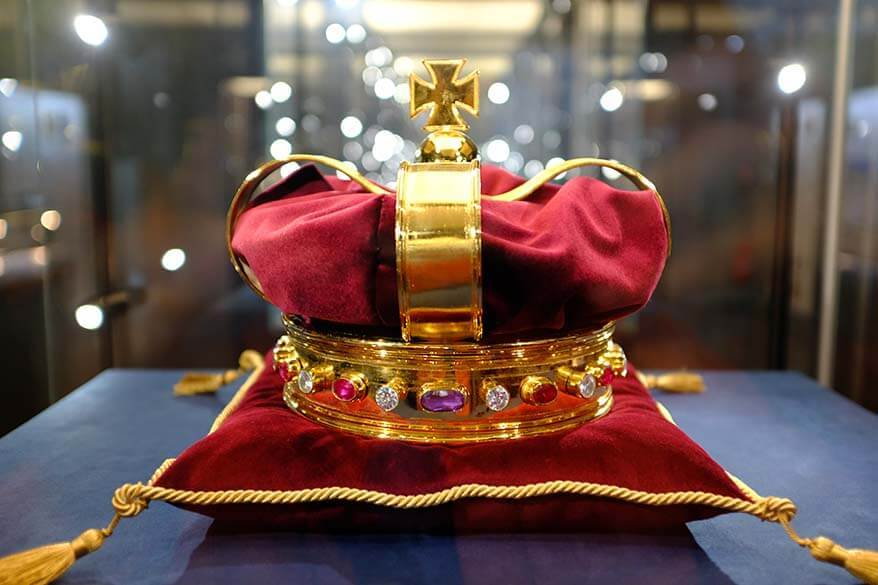 King's crown at the Palace of the Grand Dukes of Lithuania, one of the best museums in Vilnius