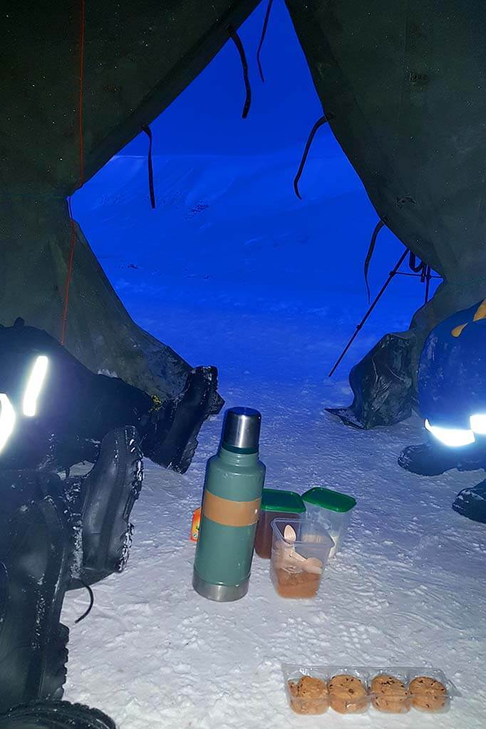 Thermos and cookies - Svalbard winter picnic