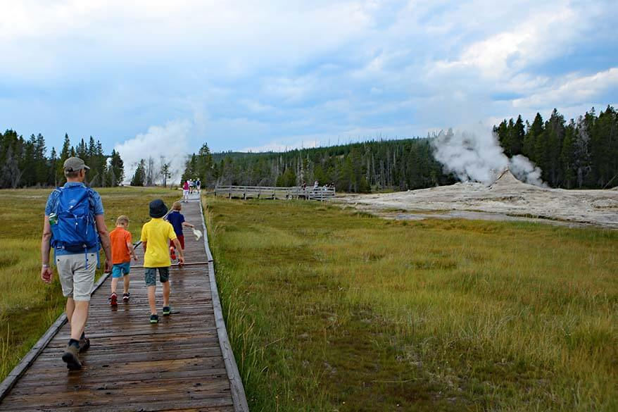 Guide to visiting the Upper Geyser Basin in Yellowstone