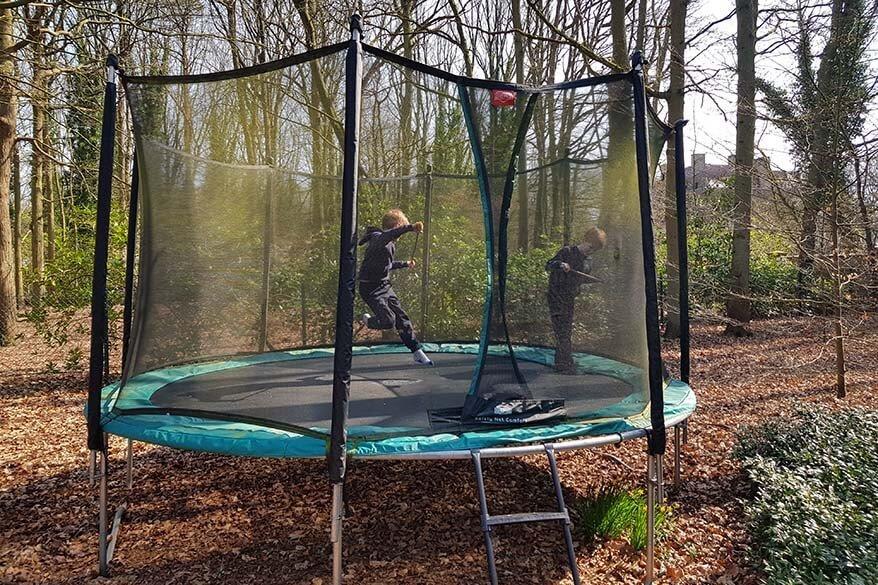 Kids playing outside - quarantine in Belgium