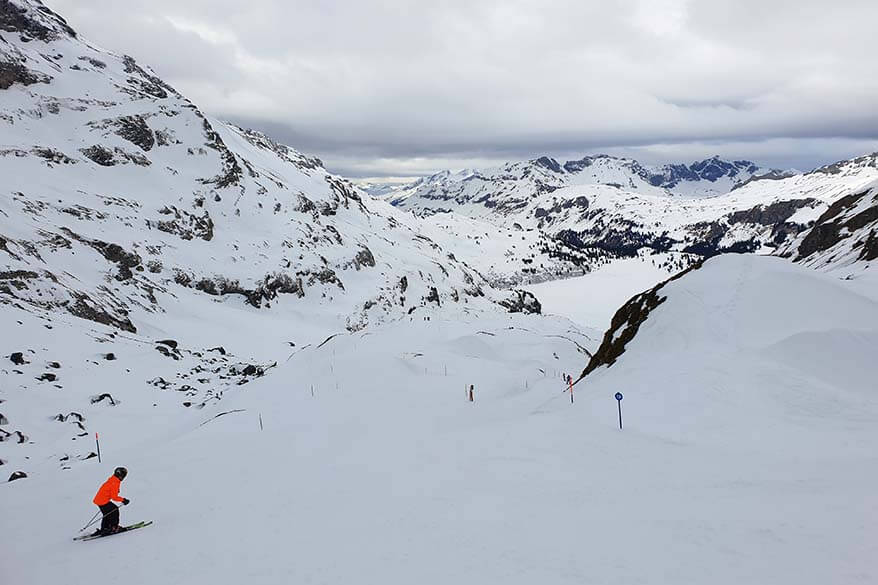 Skiing on the blue ski pistes at Jochpass in Engelberg