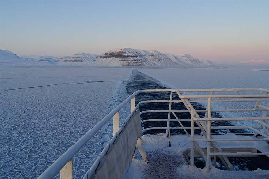 Svalbard boat tour in winter