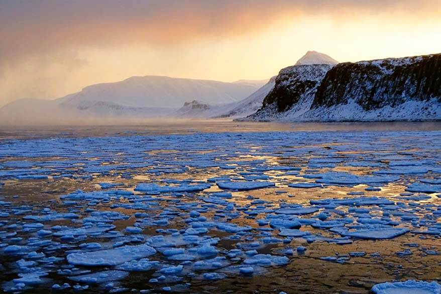 Svalbard boat trip with Henningsen Transport and Guiding