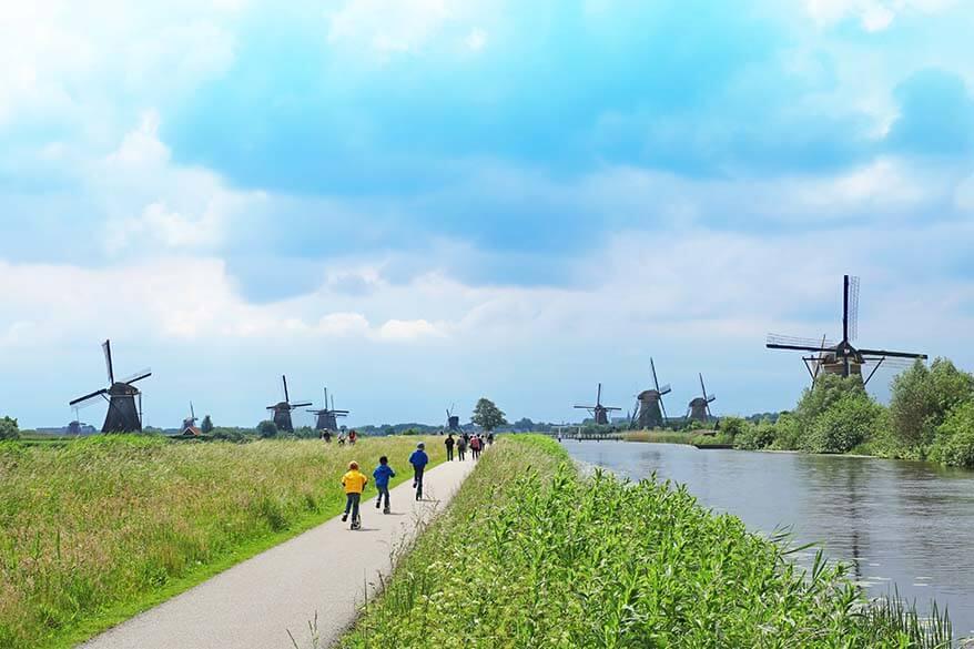 Kinderdijk walking and bicycling paths