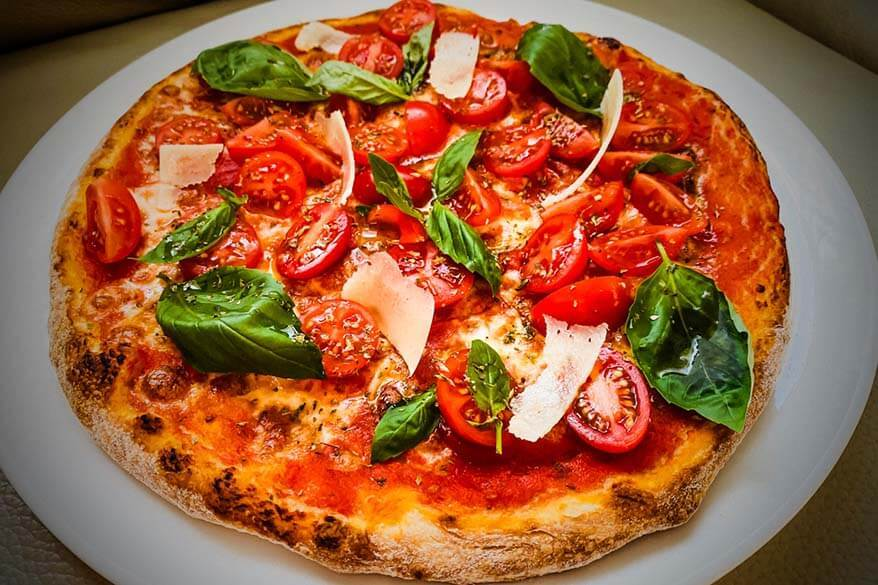Pizza Campania - best regional foods in Italy