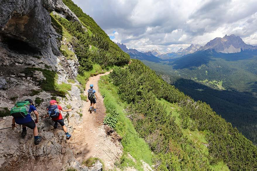 Hiking back from Lago di Sorapis to Passo Tre Croci