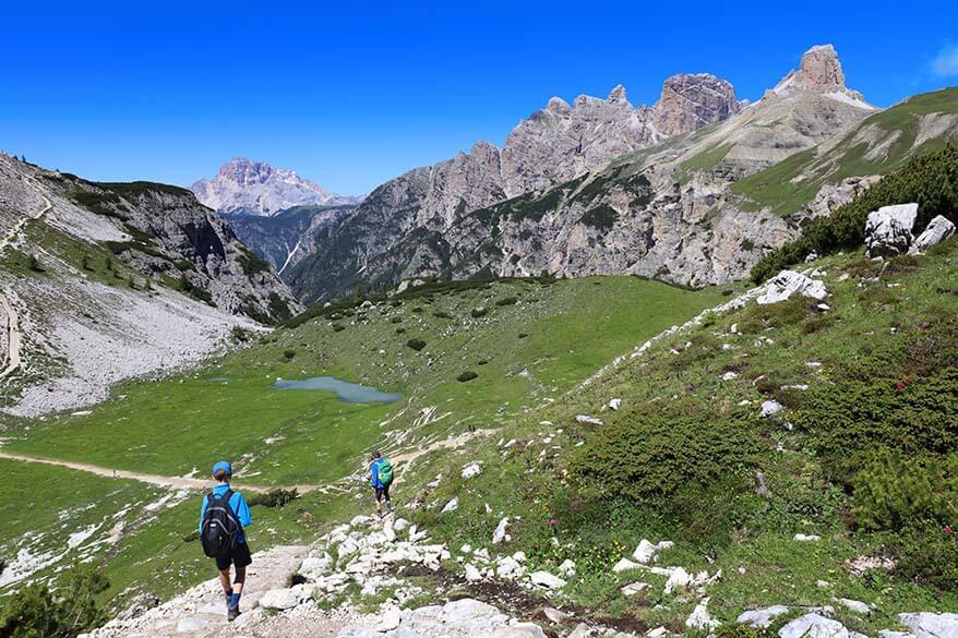 Hiking downhill from Dreizinnenhutte to Malga Langalm
