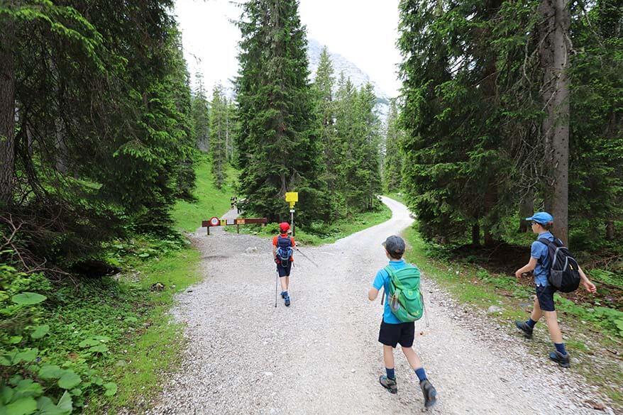 Hiking trail 34 to Seebensee in Ehrwald