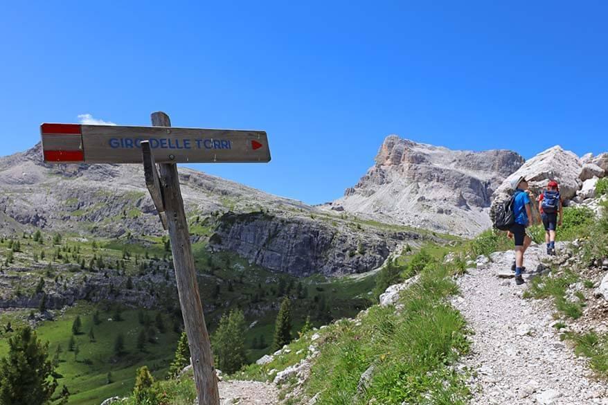 Giro delle Torri hiking sign at Rifugio 5 Torri
