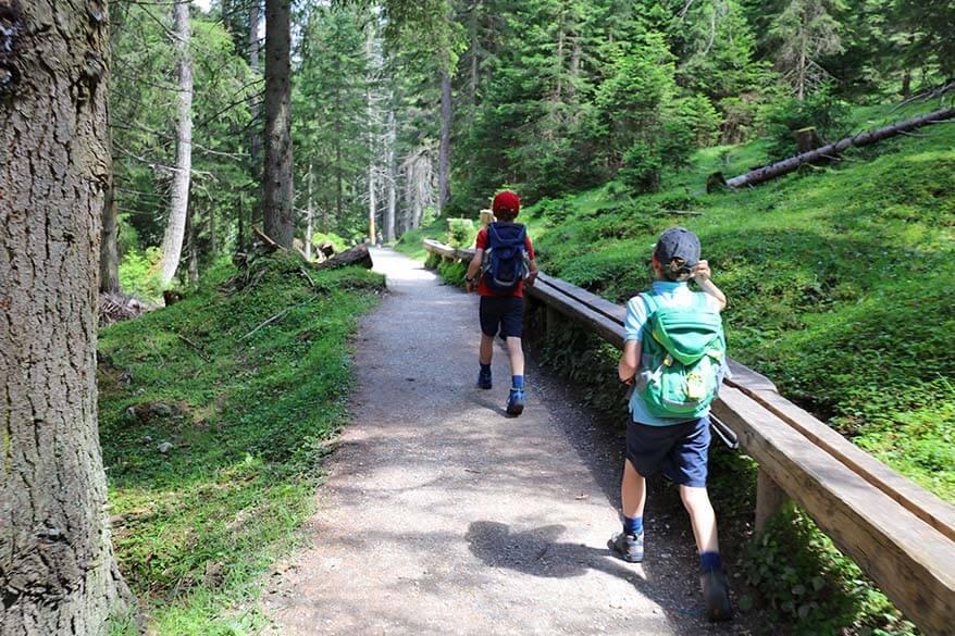 Kids hiking at Scheibenweg Stubai, Schlick 2000
