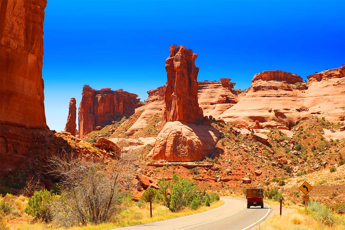 8 Best Stops of Arches Scenic Drive (+Tips & Map)