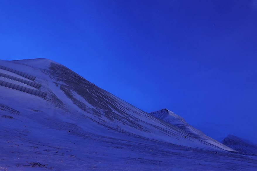 Blue light in February in Svalbard