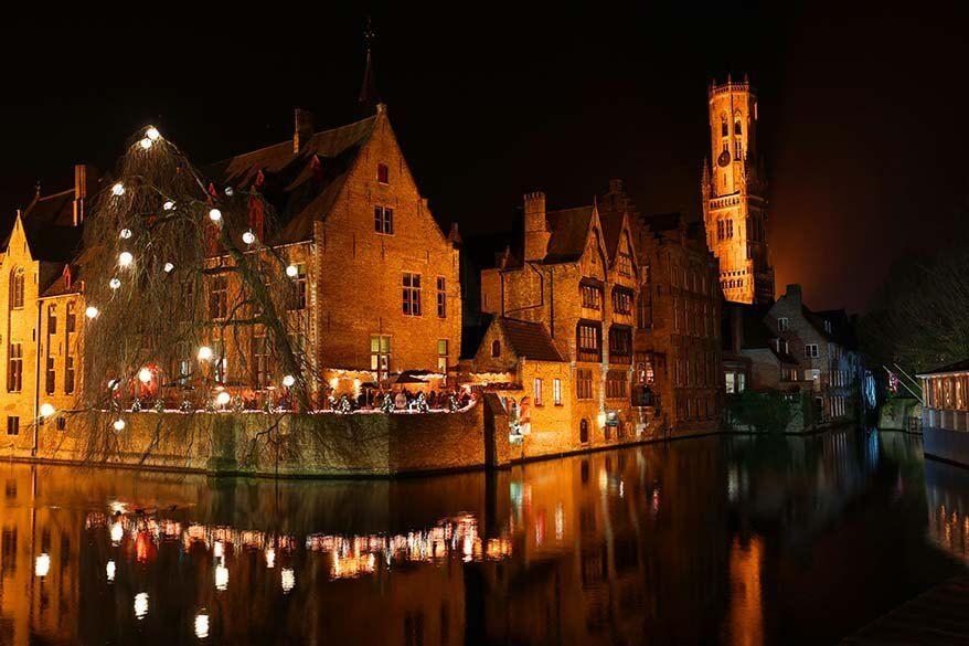 Rozenhoedkaai in Bruges at night