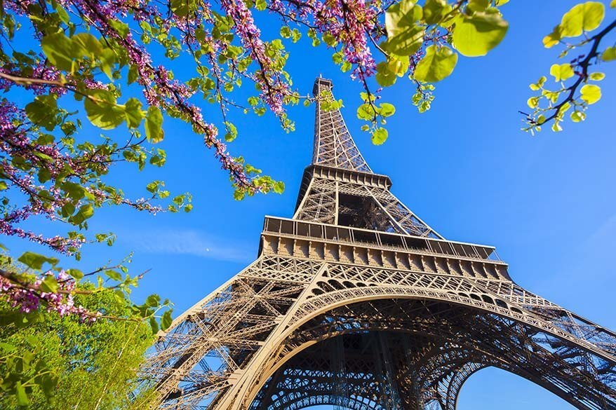 Eiffel tower in Paris in the spring