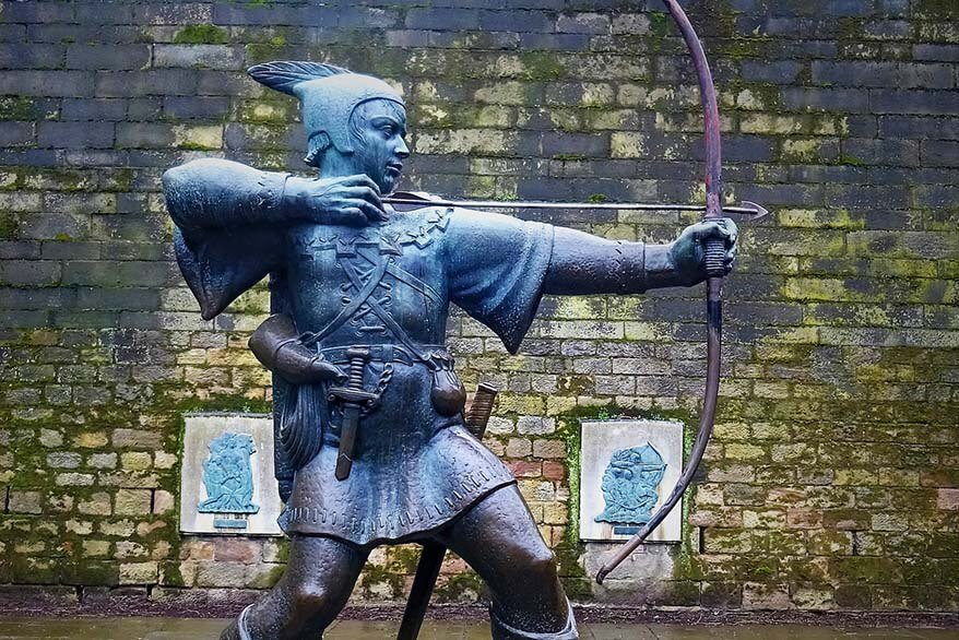 Robin Hood statue in Nottingham UK
