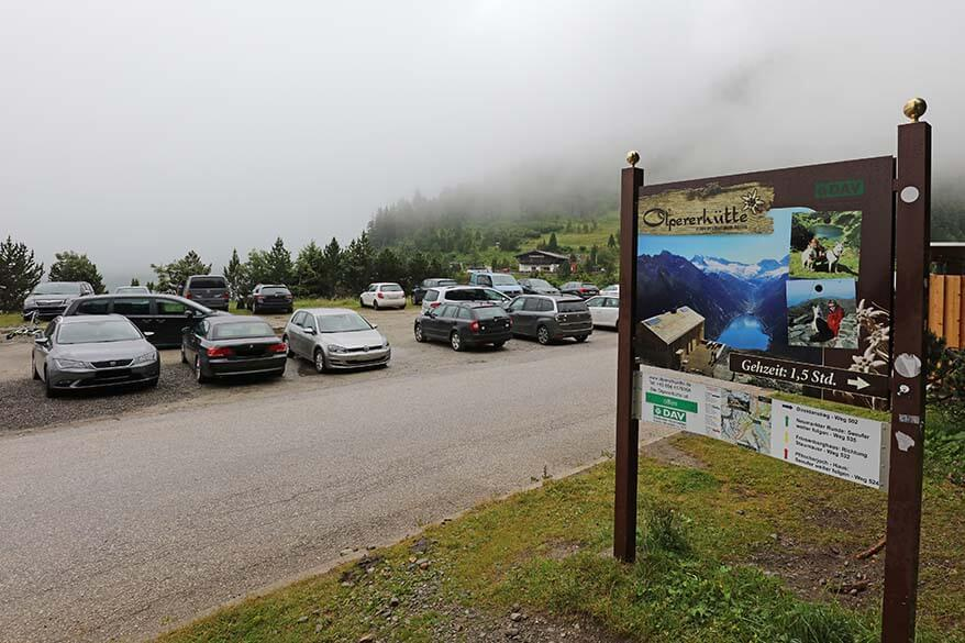 Car parking at Olpererhütte hike trailhead.