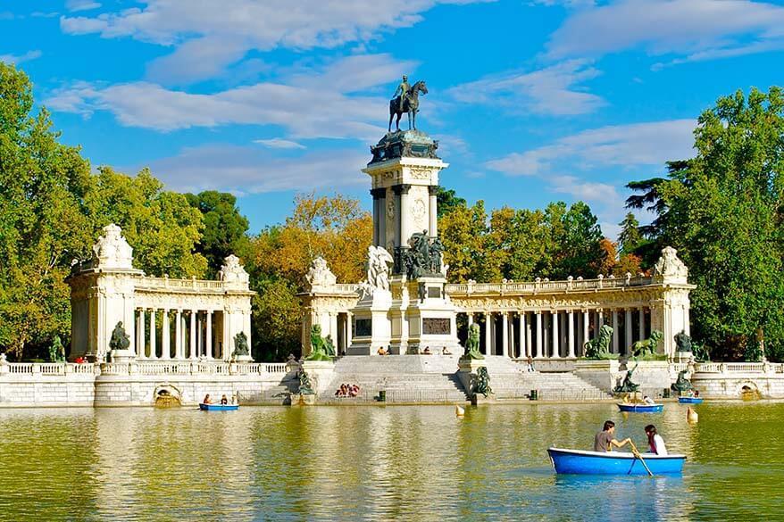 Central pond in El Retiro Park in Madrid