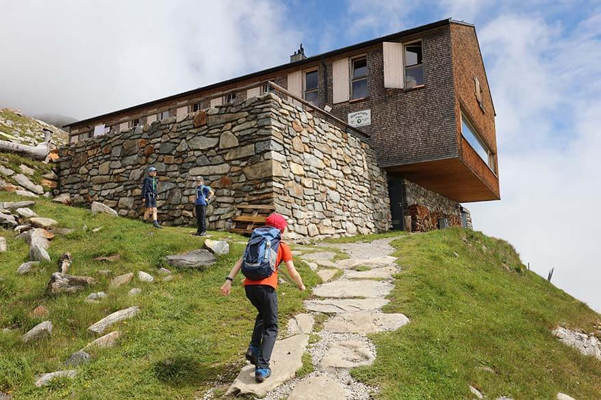 Hiking to Olpererhütte.