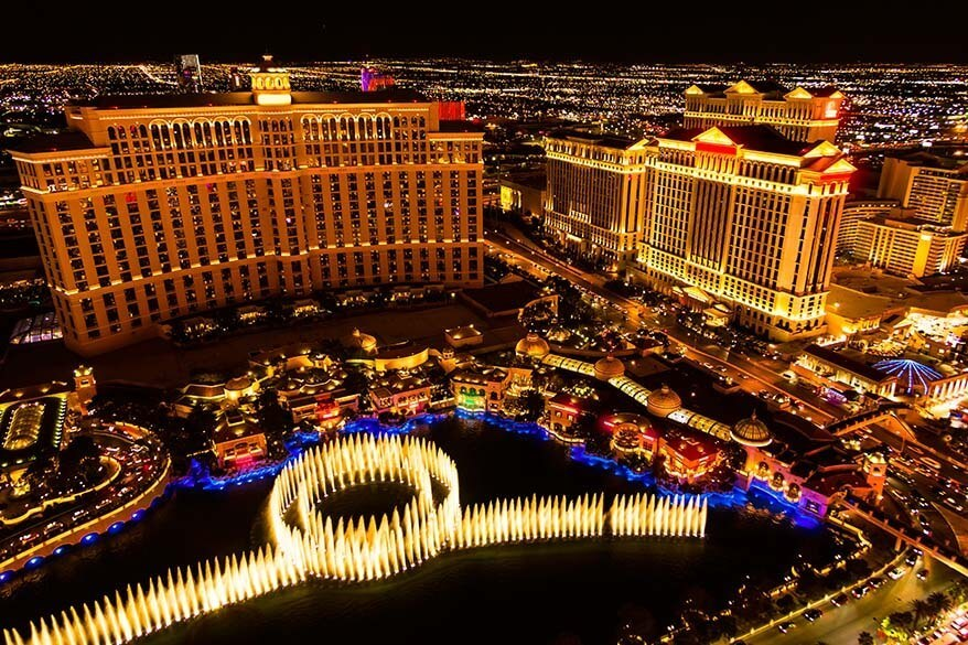 Bellagio Fountains at night - best things to do in Vegas