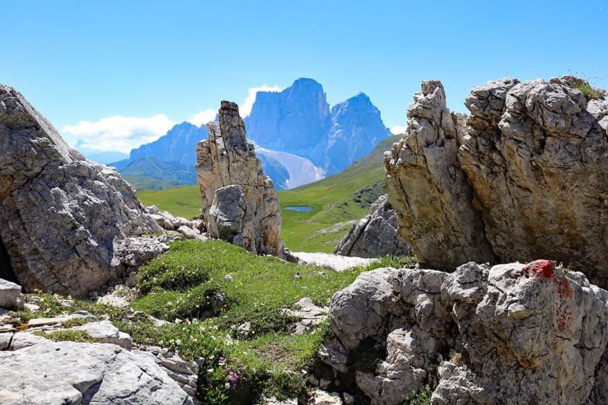 Giant boulders and mountain scenery near Forcella Giau