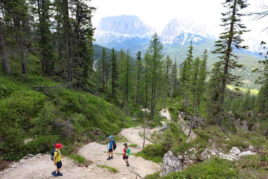 Hiking trail between Lago Federa and Ru Curto