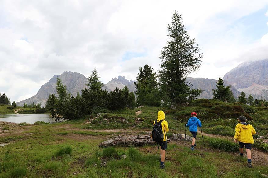 Kids hiking near Lago Limides