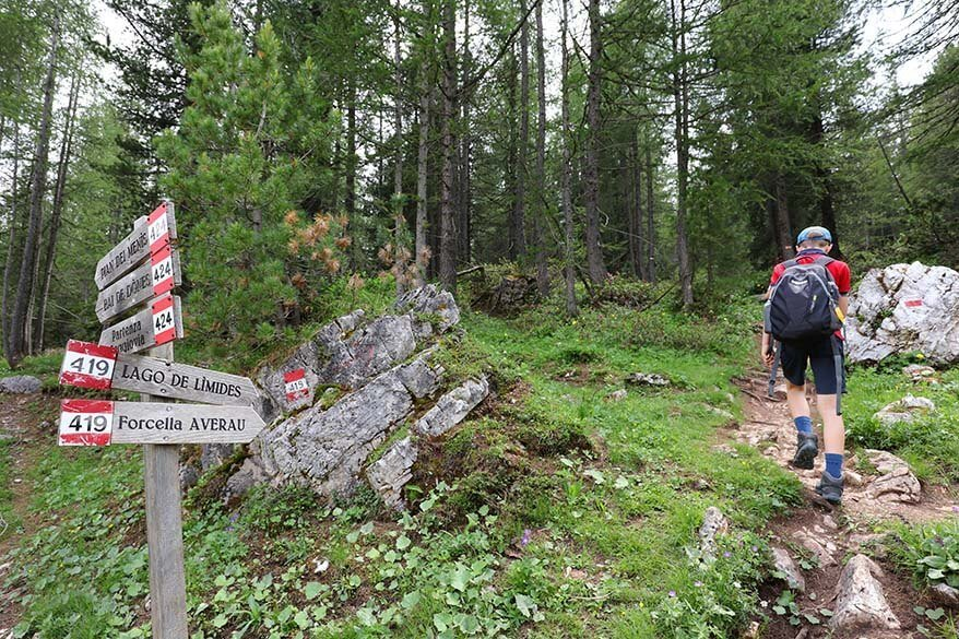 Lago de Limides and Forcella Averau hiking trail signs in the Italian Dolomites
