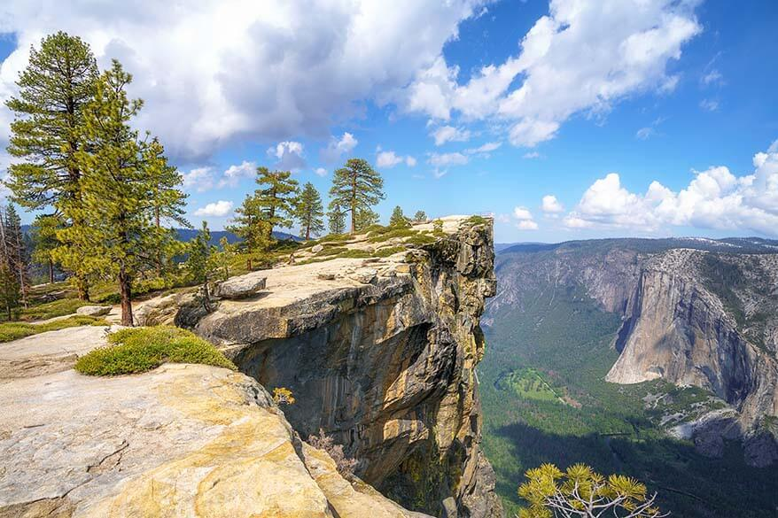 Taft Point hike in Yosemite