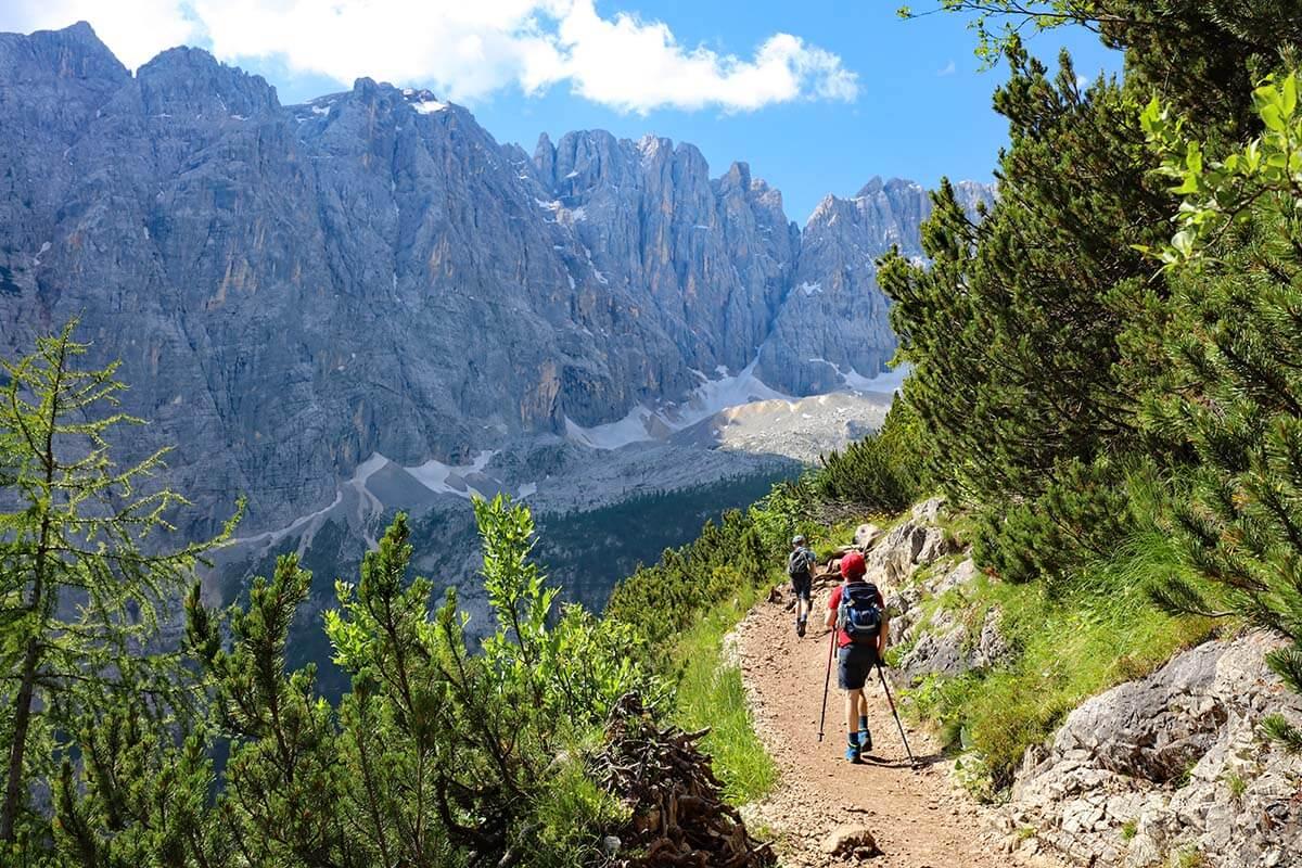 Dolomites mountain scenery on the Lago di Sorapis hike