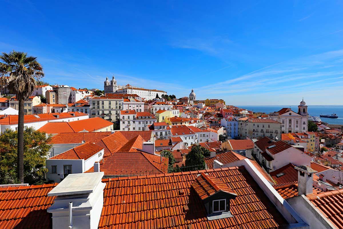 Miradouro de Santa Luzia is must see in Lisbon!