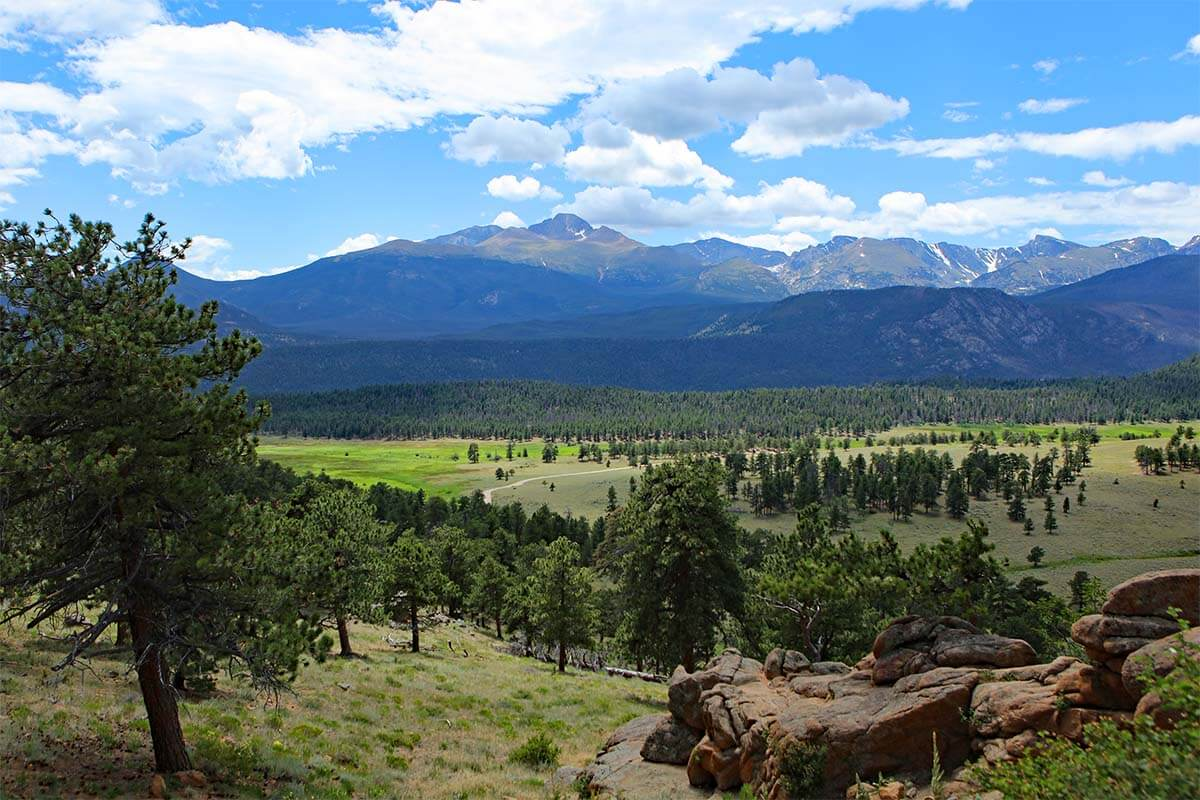 Views next to the road from Estes Park to Rocky Mountain National Park