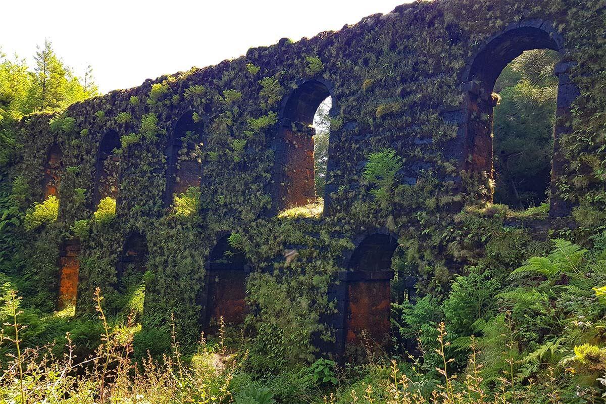 Muro das Nove Janelas aqueduct in Sete Cidades, Azores