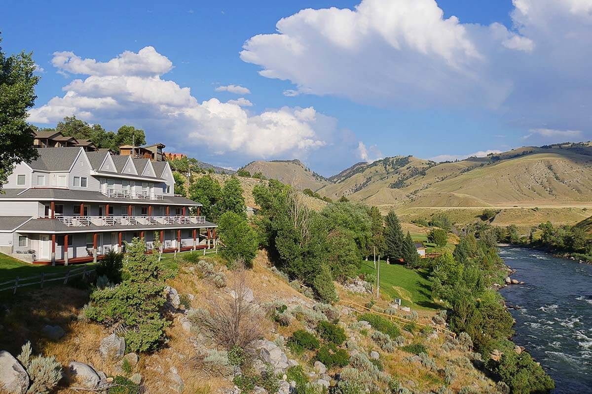 Best hotels near Yellowstone - Absaroka Lodge in Gardinder MT