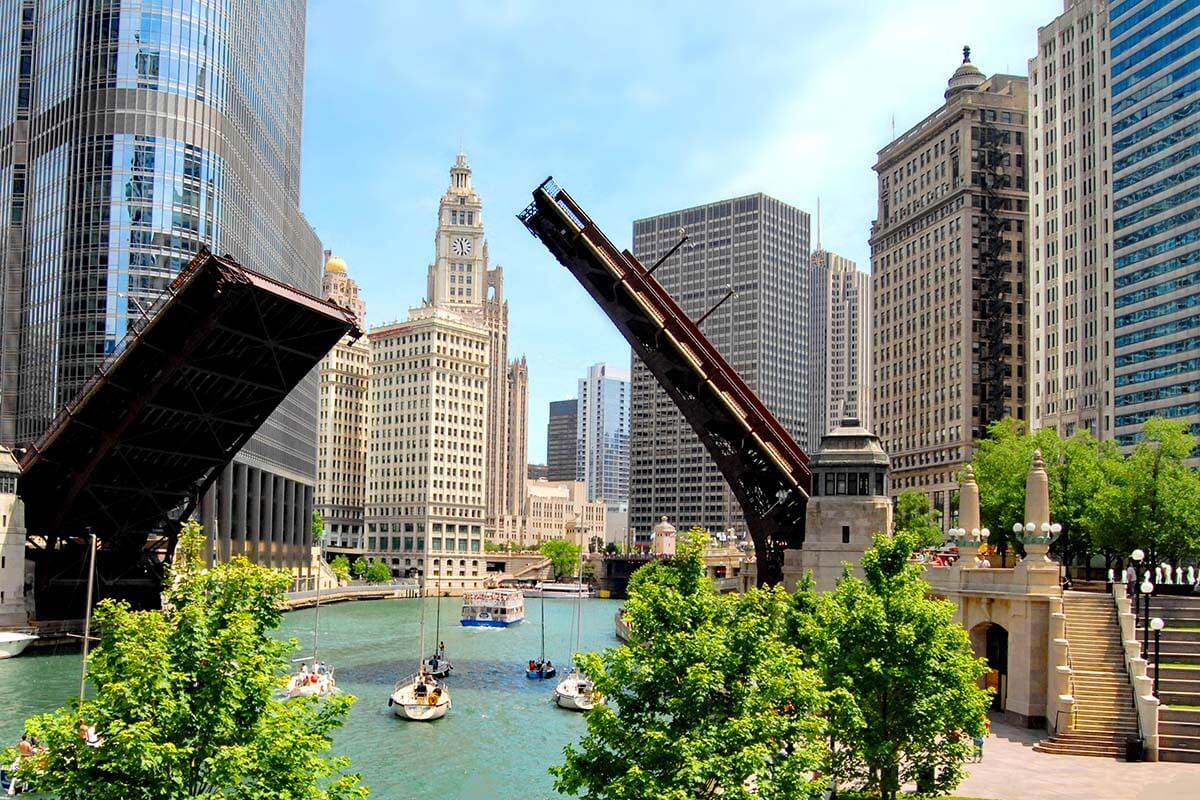 Chicago River and architecture